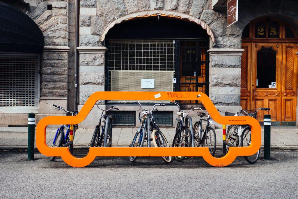 Raum Auto versus Fahrrad - alternatives Mobilitätskonzept